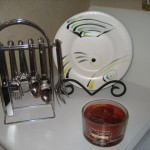 Hand-painted plates can be displayed in your kitchen using plate stands.